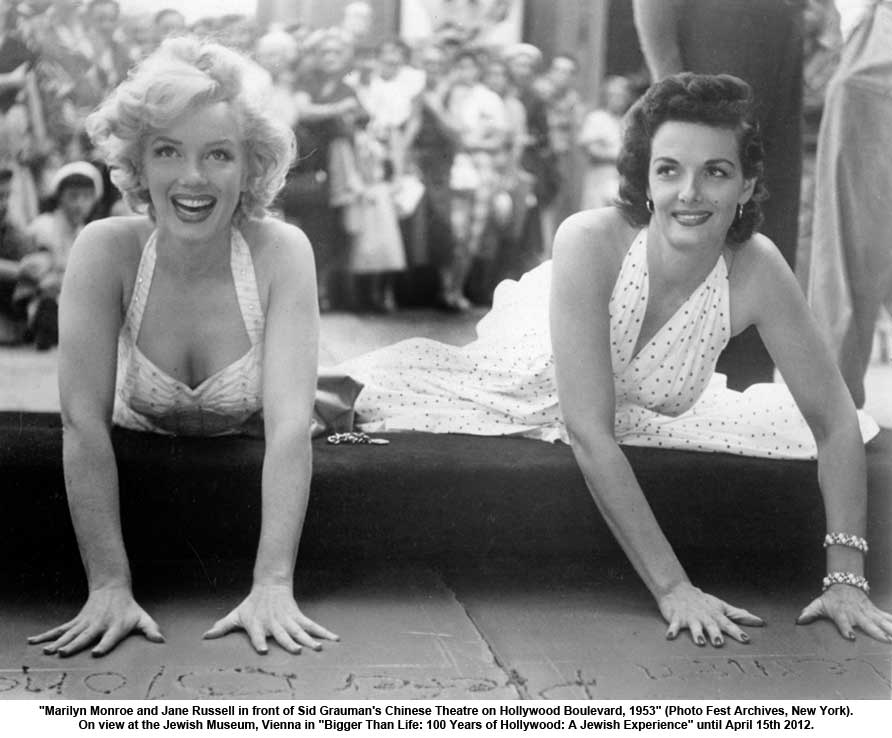 Marilyn and Jane Russel put their hands in cement after the succes of Gentlemen Prefer Blondes