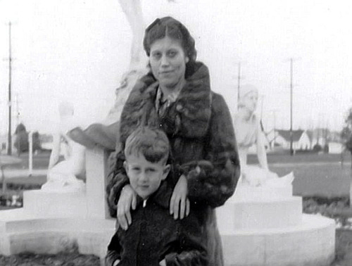 James Dean and his mother Mildred1