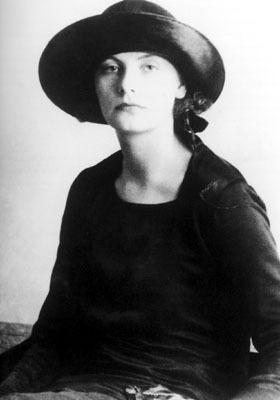 Greta Garbo as a hatmodel in the early 20s