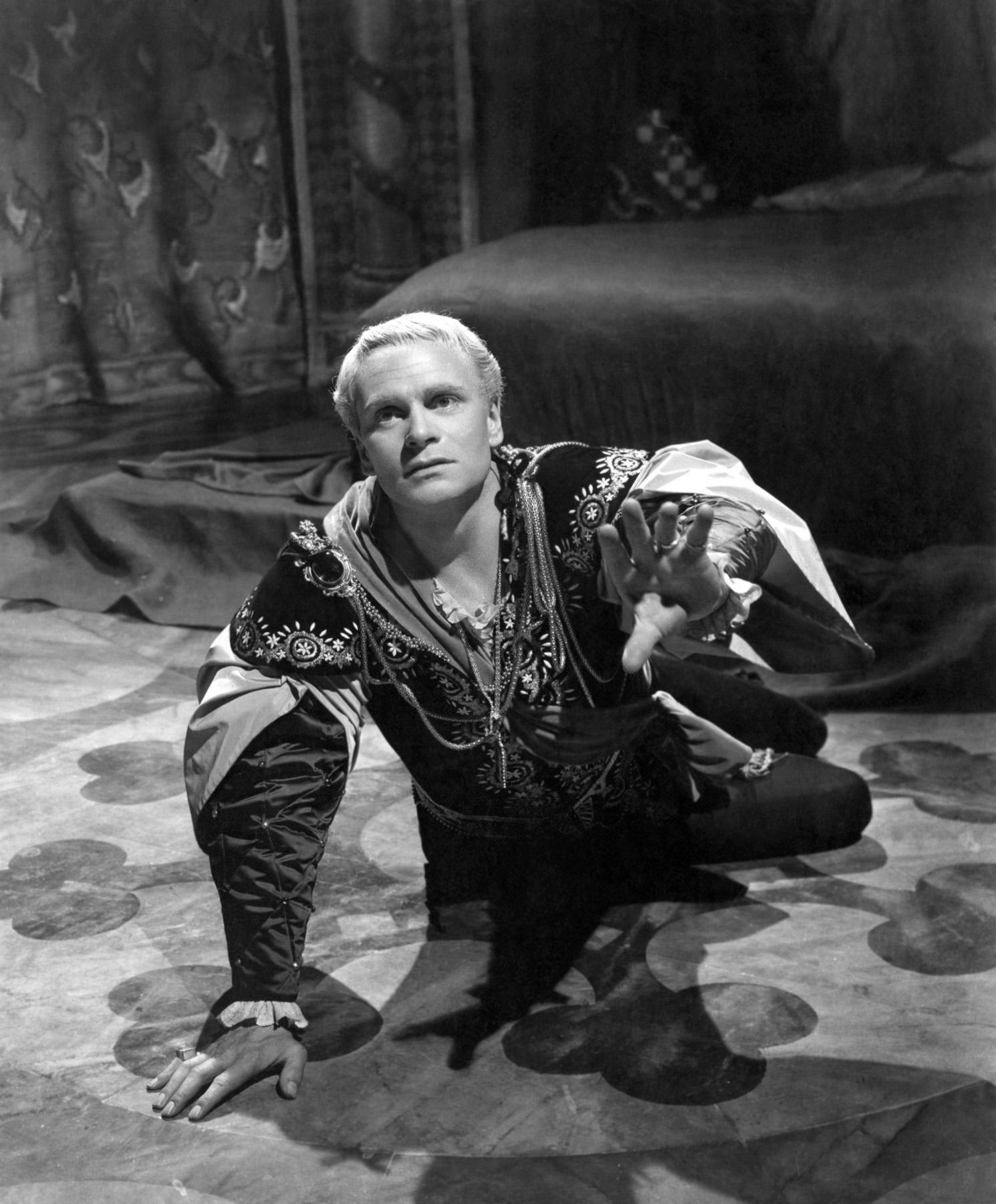 Laurence Olivier in Hamlet