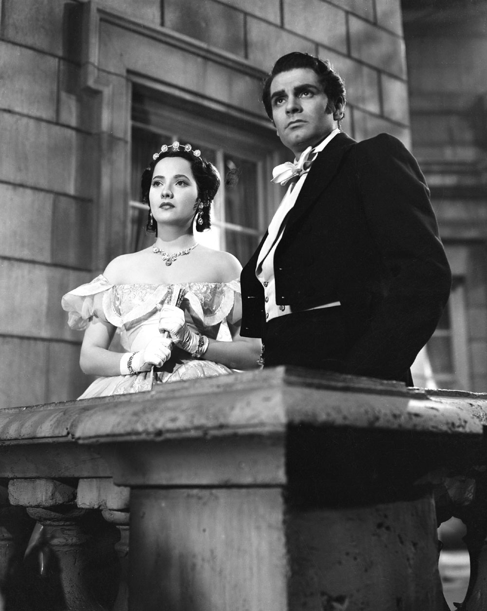 Laurence and Merle Oberon in Wuthering Heights in 1939