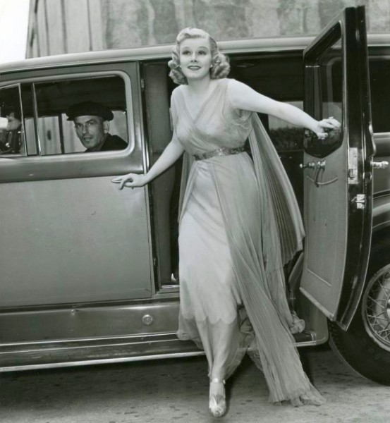 Jean arriving on set shortly before her death - Classic Hollywood ...