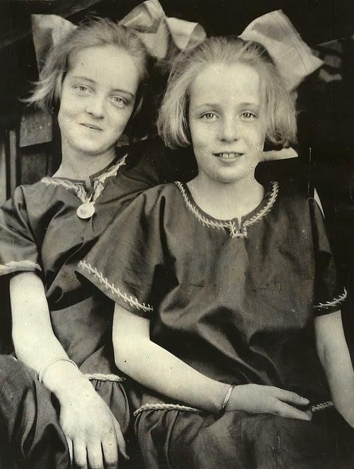 Bette Davis and her sister